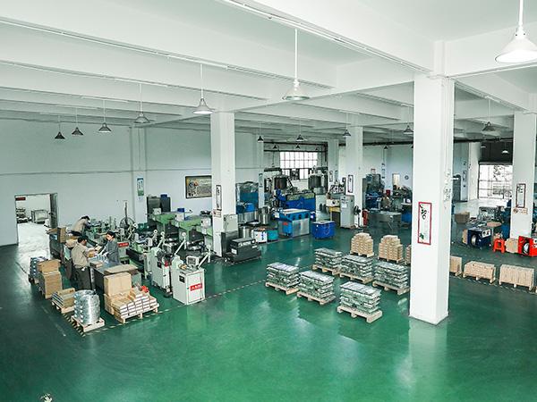 星威金属生产车间